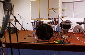 Drum kit with electronic pads